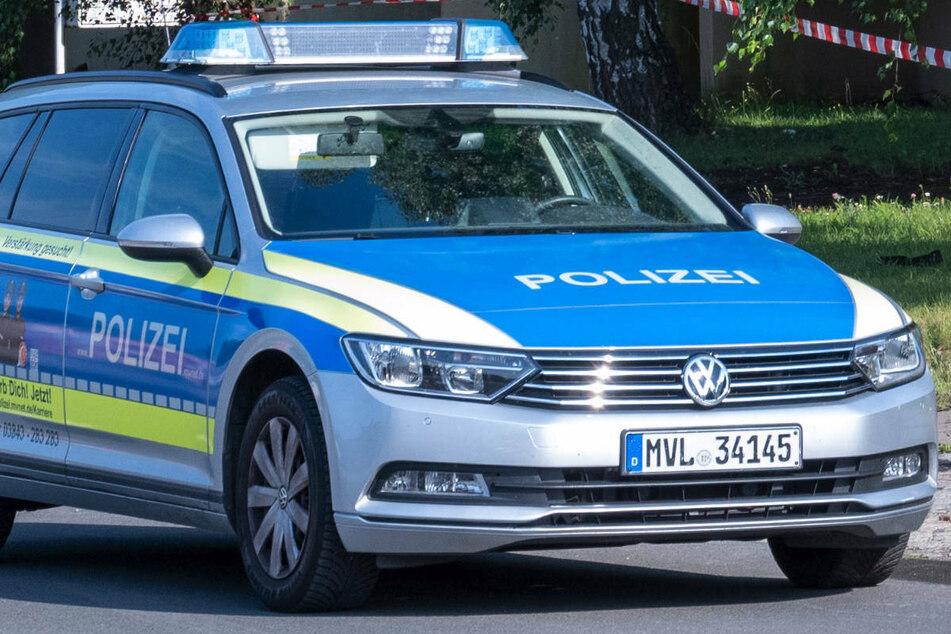 Am Sonntagabend sind Gäste eines Restaurants in der engen Altstadt von Stralsund nur knapp einem Unfall mit einem Auto entgangen. (Symbolfoto)