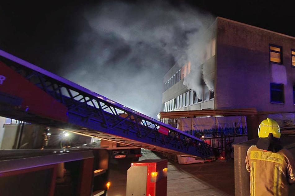 Feuerwehr-Großeinsätze in Berlin nach Keller- und Bürobrand