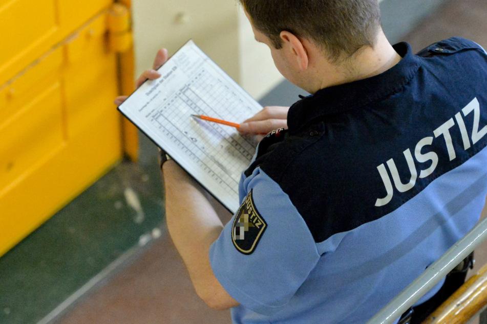 Der beschuldigte Justizbeamte sitzt in Untersuchungshaft. (Symbolbild)