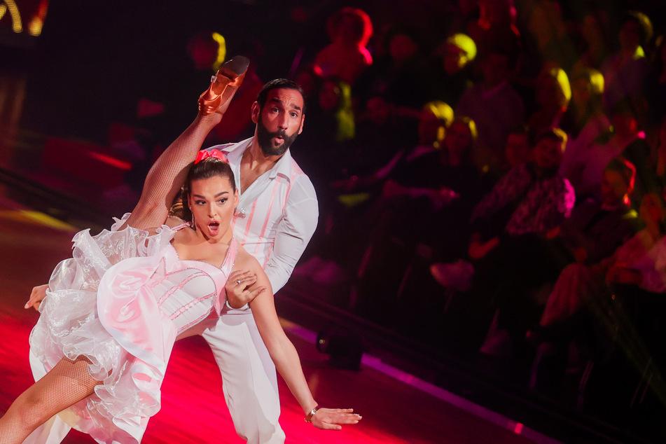 """Lili Paul-Roncalli (22) und ihr Tanzpartner Massimo Sinato (39) bei """"Let's Dance""""."""