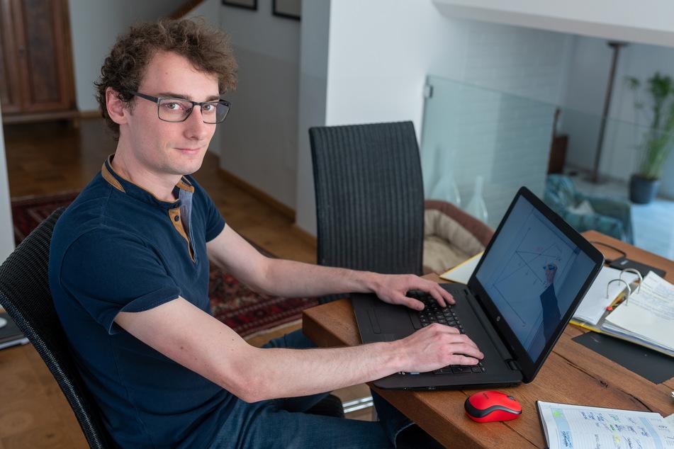 Ein Student schaut sich ein Erklär-Video online an. (Archivbild)