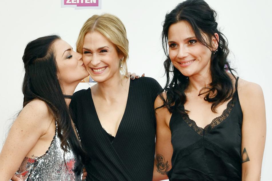 Linda Marlen Runge (r.) mit ihren ehemaligen GZSZ-Kollegen Anne Menden (l.) und Lea Marlen Woitack (M). Der Ex-GZSZ-Star ist schwanger.