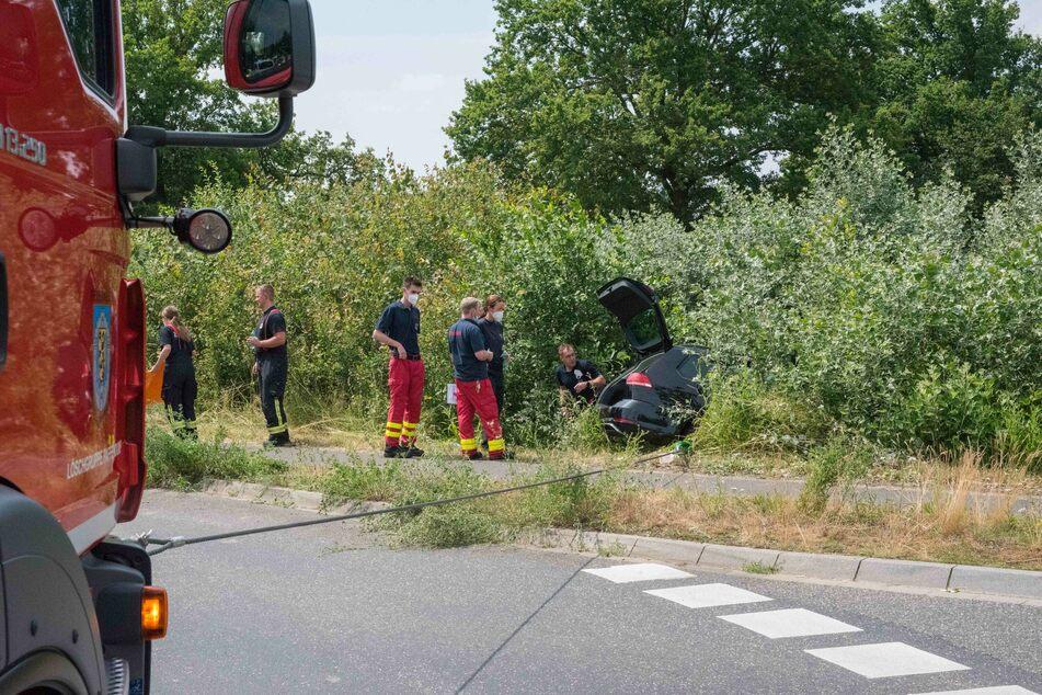 Feuerwehr und Polizei waren nach einem Unfall in Bergheim vor Ort.