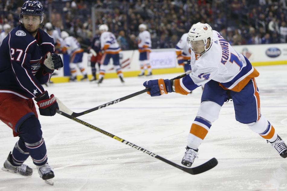 Tom Kühnhackl (r.) rechnet immer weniger mit einer Fortsetzung der NHL-Saison. (Archivbild)
