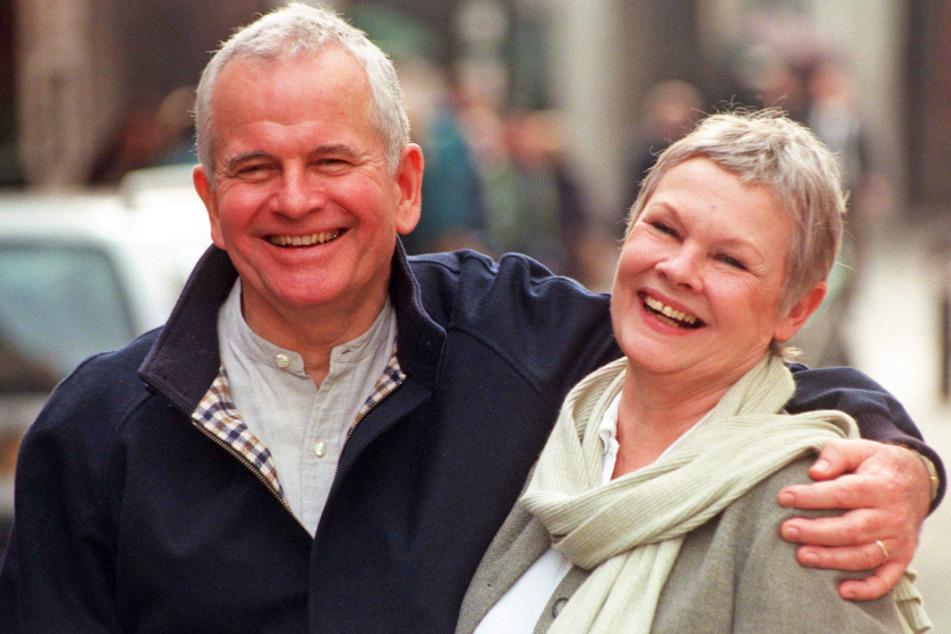 1998: Ian Holm zusammen mit Judi Dench.