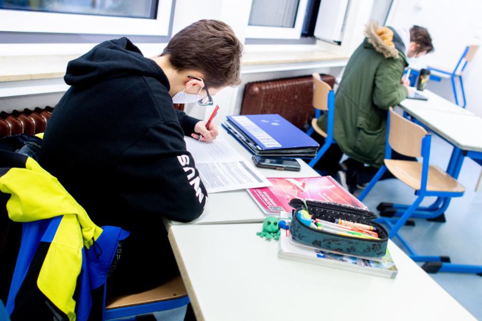 Rückkehr in die Klassenzimmer: Für Schüler der Abschlussklassen geht es ab Montag wieder los.
