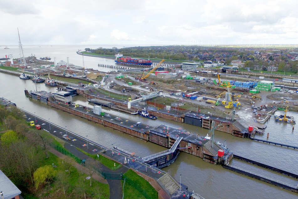 117 Meter langes Containerschiff rammt Schleuse am Nord-Ostsee-Kanal