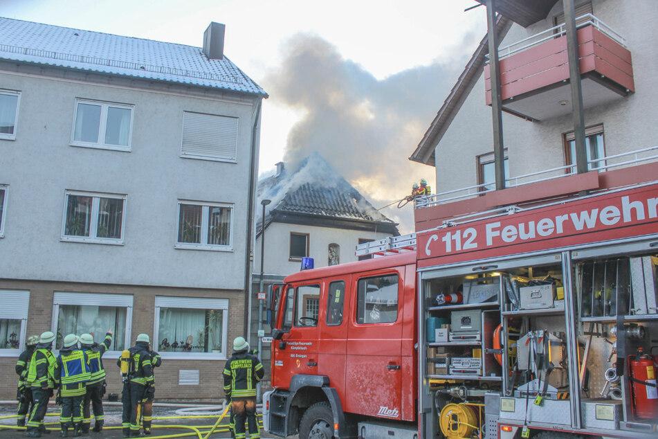 Wasserleitung eingefroren: Föhn setzt Haus in Flammen
