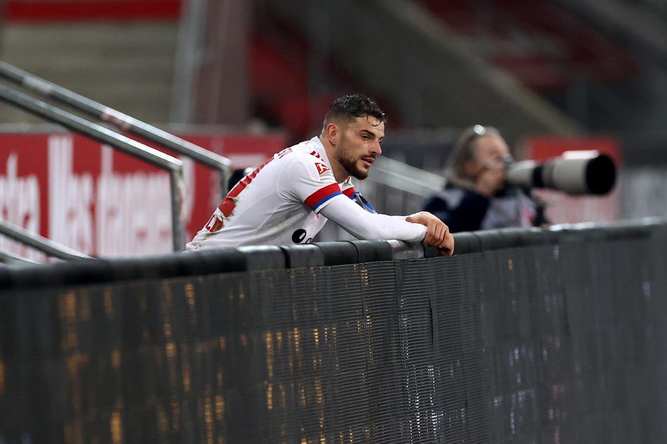 Muss zwei Spiele zuschauen: HSV-Kapitän Tim Leibold (27) wurde nach seiner Roten Karten im Derby gegen den FC St. Pauli für zwei Spiele gesperrt.
