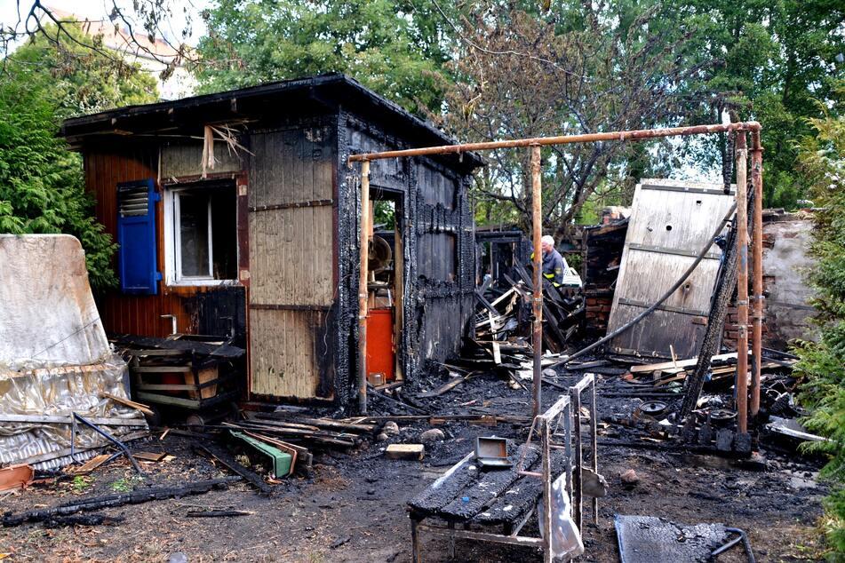 Das Häuschen war am Freitagmorgen zusammen mit einer weiteren Laube niedergebrannt. Wie die Polizei später mitteilte, wurde auch eine dritte Laube beschädigt.