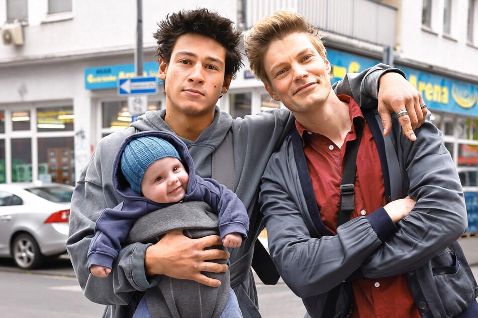 """Emilio Sakraya (24, l.) spielt in der neuen Amazon-Komödie """"One Night Off"""" den frischgebackenen Papa """"Noah"""", Helgi Schmid (35) seinen Kumpel """"Baumi""""."""