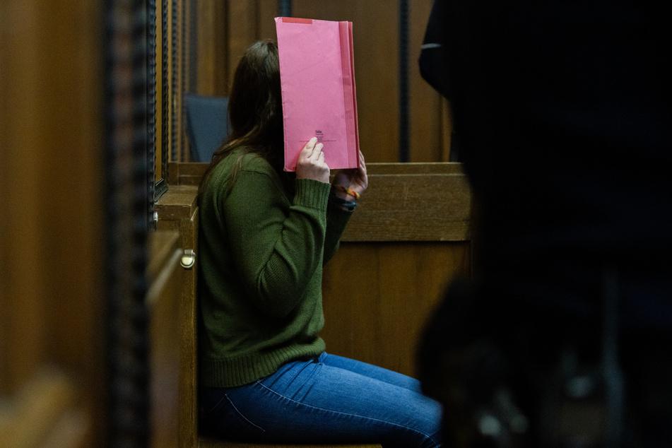 Die Angeklagte Erzieherin wurde vom Landgericht in Mönchengladbach zu einer lebenslänglichen Freiheitsstrafe verurteilt.