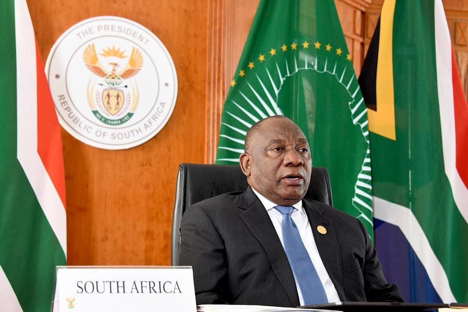 In Südafrika haben sich zwei Minister der Regierung von Präsident Cyril Ramaphosa mit dem Coronavirus infiziert.
