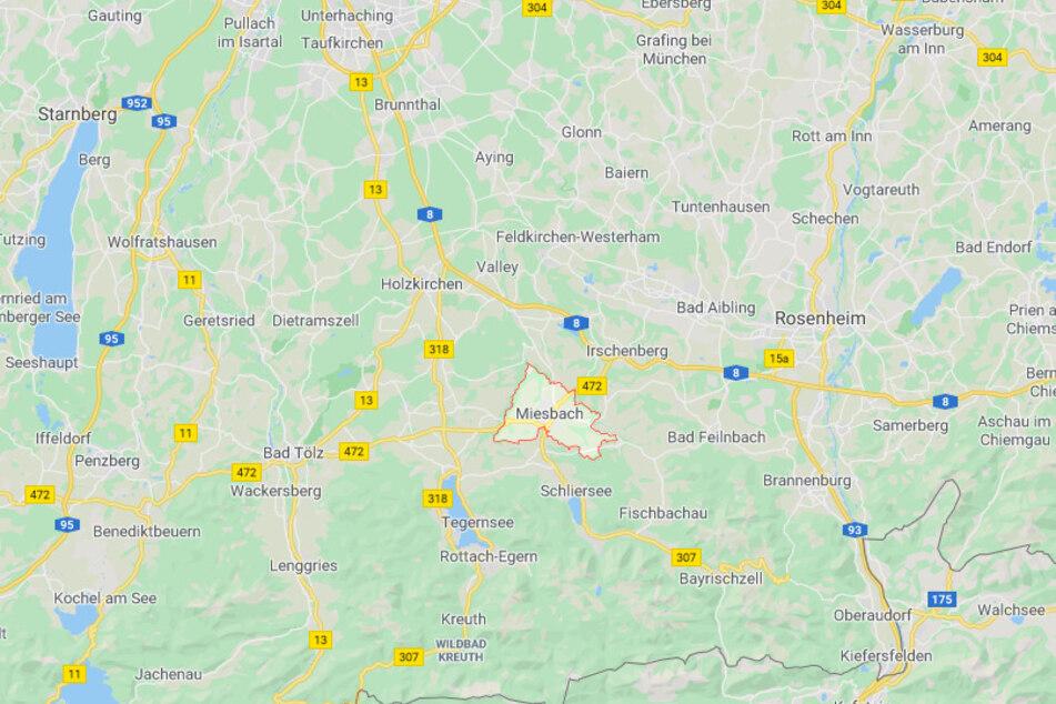 Bei Miesbach kam es zu einem tödlichen Autounfall mit einem 19-Jährigen.