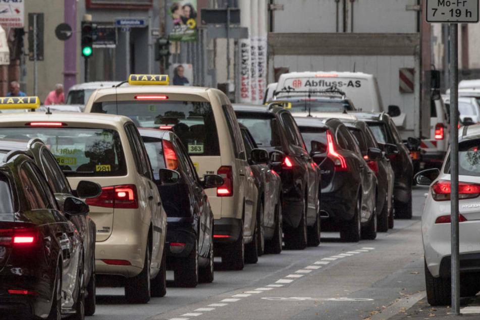 Frankfurt: So viele Stunden stehen Pendler in Hessens Städten pro Jahr im Stau
