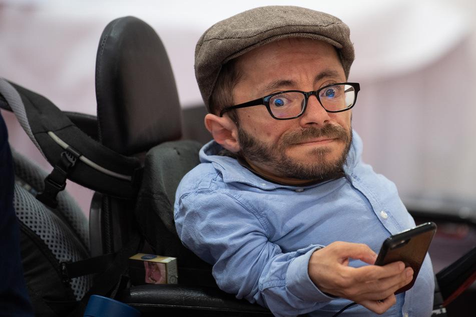 Der Aktivist Raul Krauthausen (40) ist in der Sendung als Gast dabei.