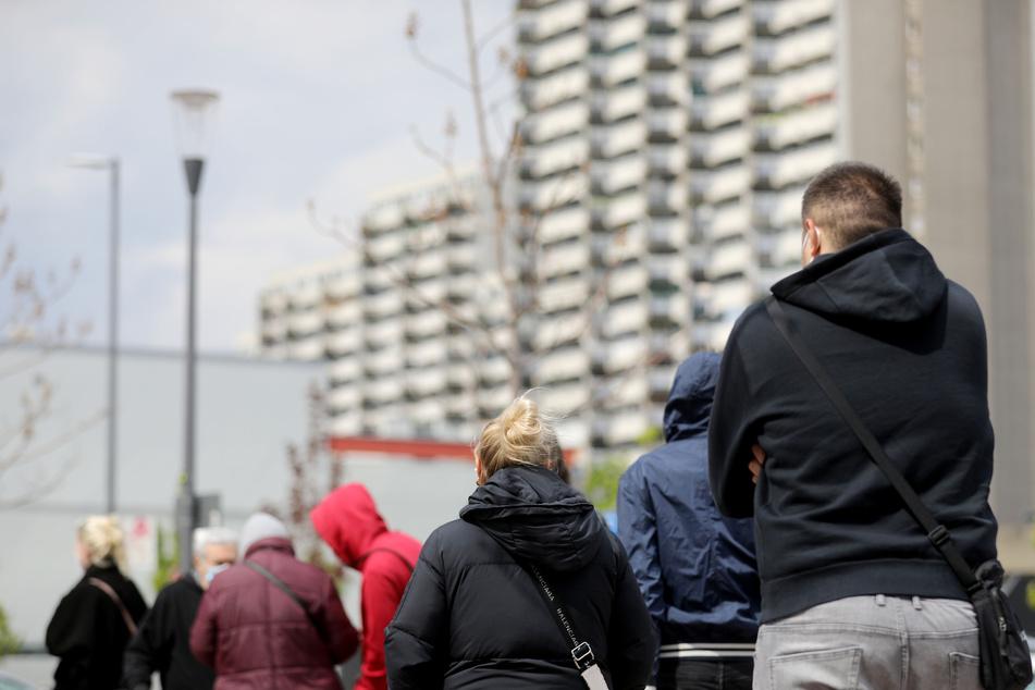 Die Stadt Köln will am Pfingstmontag ihre Sonderimpfungen in sozialen Brennpunkten fortsetzen. (Archivfoto)