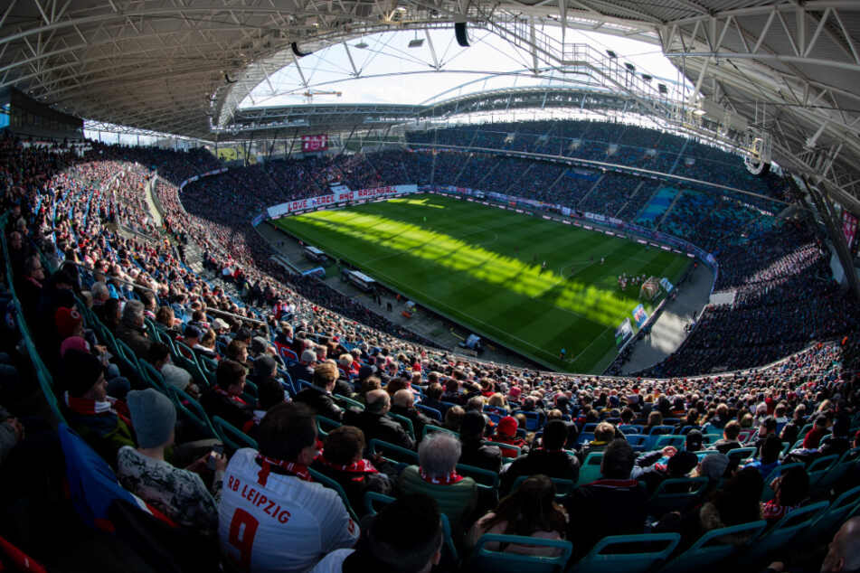 Die Zulassung von größeren Zuschauermengen in Fußballstadien sorgt für Diskussionen. (Archivbild)