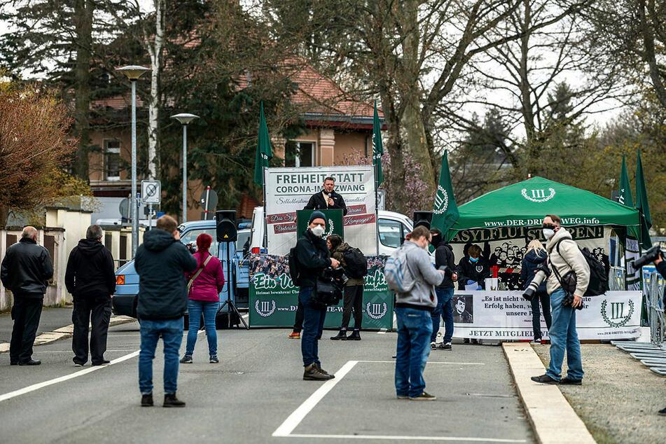 Nur rund 45 Teilnehmer fanden den Weg zur III.Weg-Demo am Wartburgplatz in Plauen.