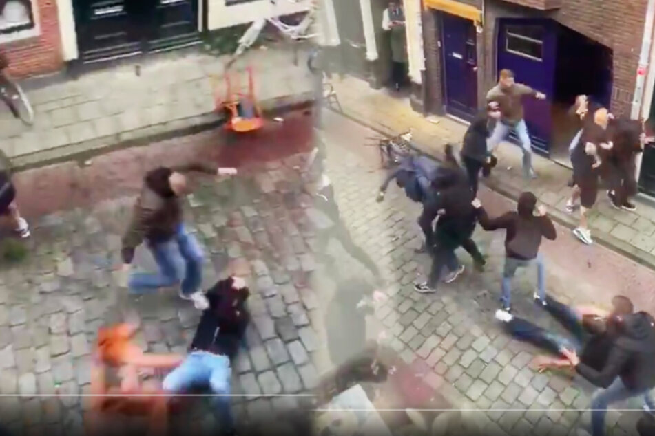 Straßenschlacht! Hooligans prügeln sich mitten in der Innenstadt