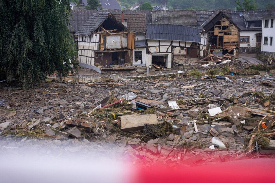 rümmer in der Gemeinde Schuld (Kreis Ahrweiler) nach der Flut.