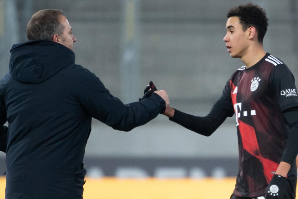 Hansi Flick (56), Trainer des FC Bayern München, freut sich über die Entscheidung von Jamal Musiala (18), künftig für Deutschland zu spielen.