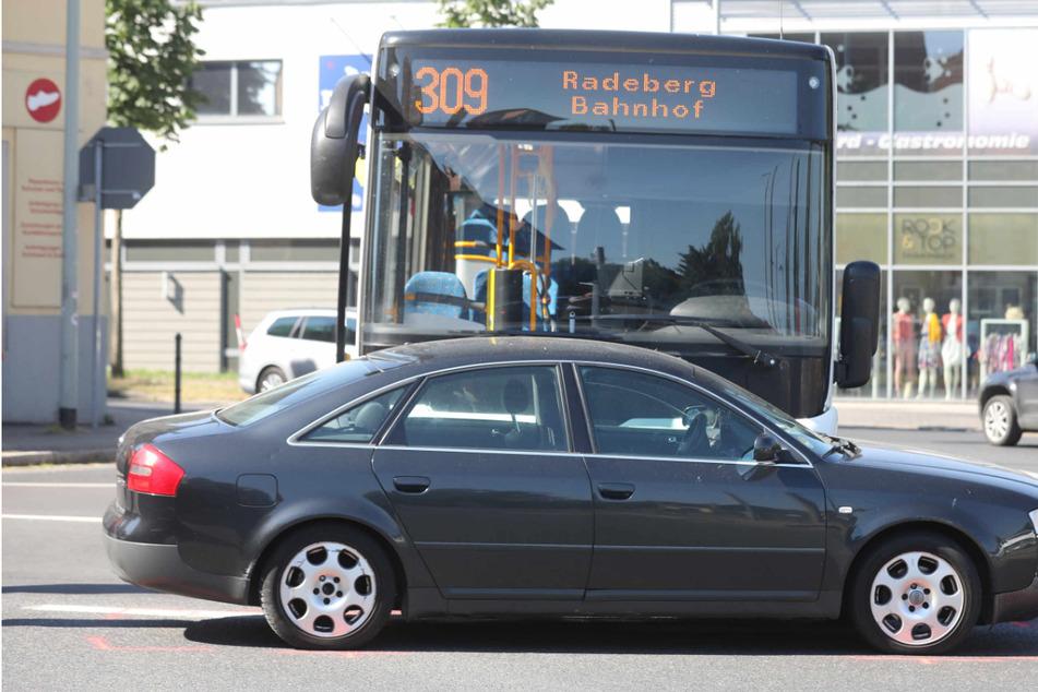 Unfall in Dresden-Bühlau: Audi kollidiert mit Bus