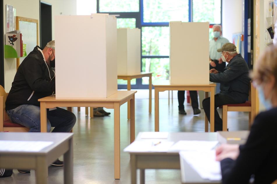 Fast 1,8 Millionen Bürger haben in Sachsen-Anhalt eine Wahlbenachrichtigung erhalten und dürfen am 26. September im Wahllokal ihr Kreuz machen. (Symbolbild)