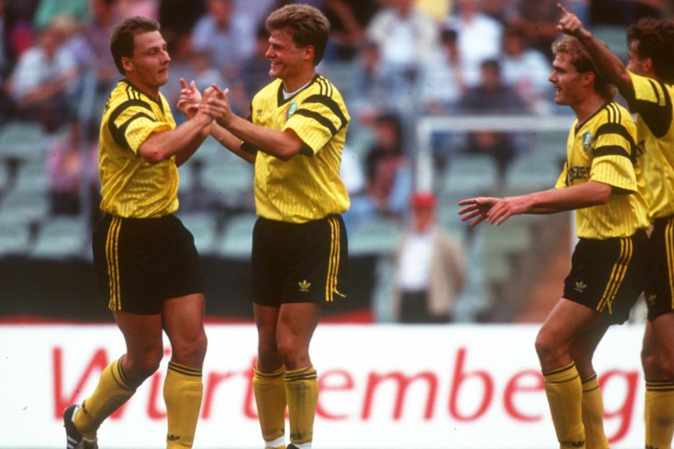 15. August 1992: Dirk Zander (l.) bejubelt seinen Treffer gegen Eintracht Frankfurt mit Matthias Maucksch, Ralf Hauptmann und Hans-Uwe Pilz (v.l.).