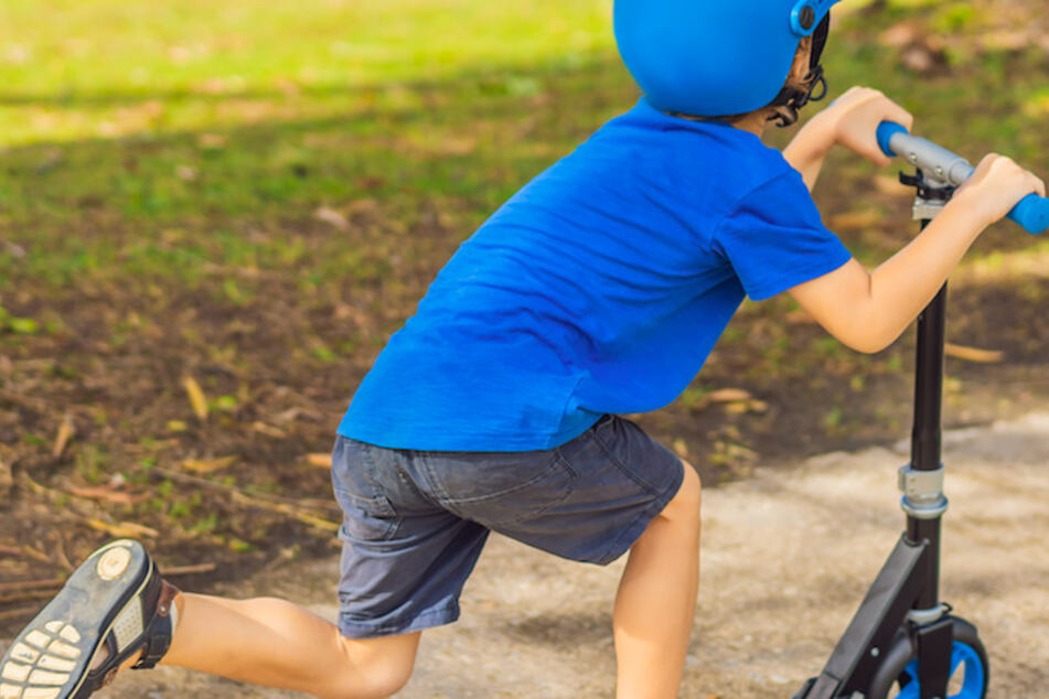 Weil Kinder mit Tretrollern vor seinem Haus herumfuhren, flippte ein Mann in Schwaben völlig aus. (Symbolbild)