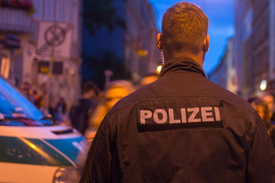 In der Neustadt: Junggesellenabschied streitet sich mit Mann, dann fährt ein dunkler Transporter vor
