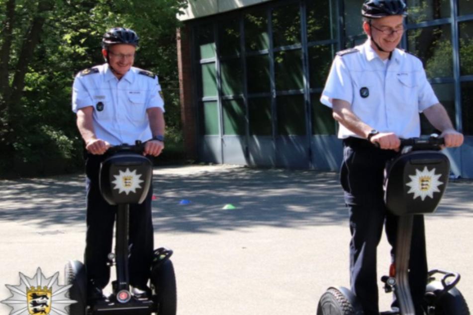 Polizei streift mit Segways durch die Fußgängerzone und Innenstadt