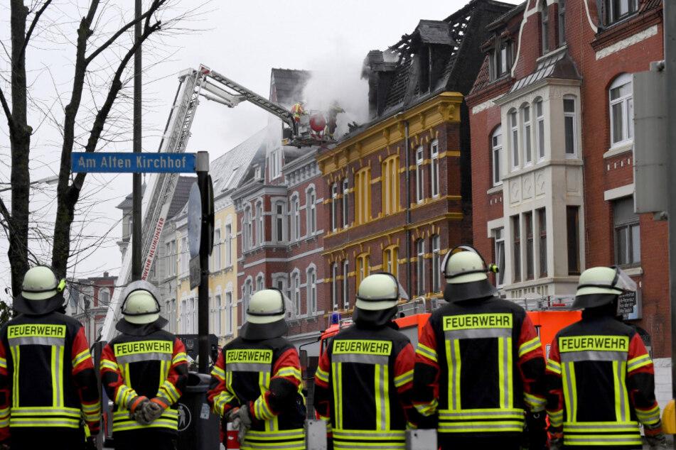 Zwei Menschen kamen bei dem Wohnhausbrand ums Leben.