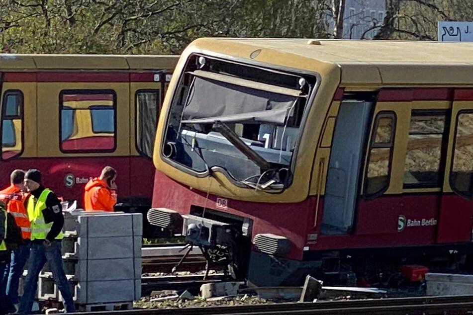 Der letzte Wagon einer S-Bahn entgleiste am Bahnhof Lichtenberg.