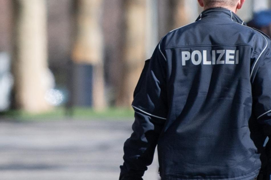 Gegen einen Leipziger Polizisten wird wegen bandenmäßigen Betruges ermittelt. Der suspendierte Beamte ist abgetaucht, die Kripo fahndet nach ihm.