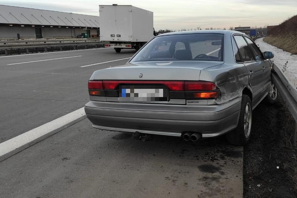 Nach Ping-Pong mit Lkw und weiterem Auto: Wagen landet auf A14 in Leitplanke