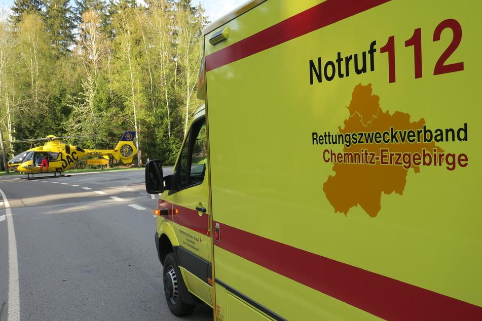 Ein Rettungshubschrauber brachte den Mann in ein Krankenhaus.