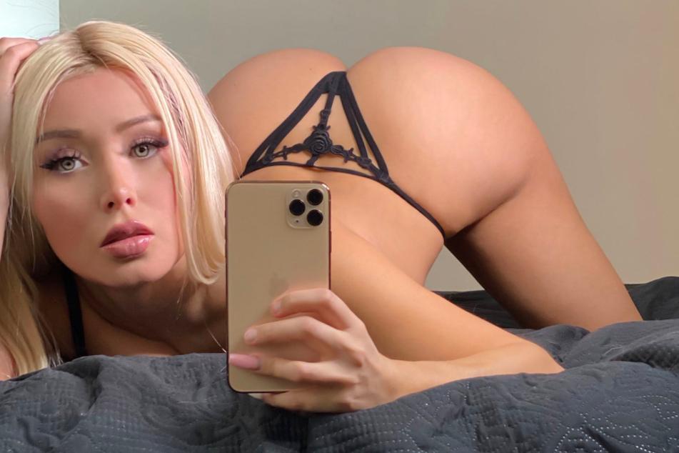Sexy Selfie: Daniella Chavez (30) extrem erotisch.