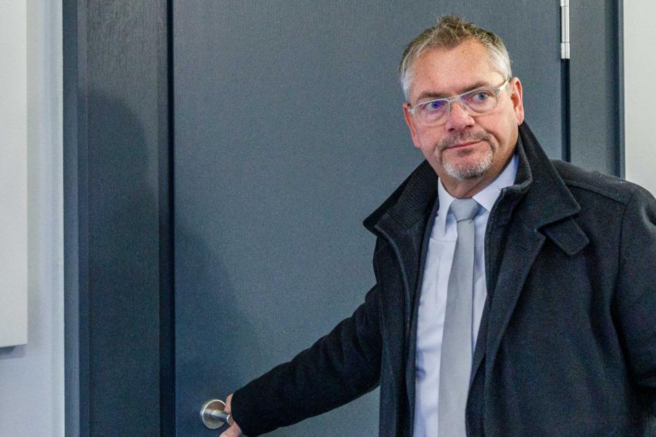 Anwalt Frank Hannig (50) musste am Mittwoch als Angeklagter ins Dresdner Amtsgericht.