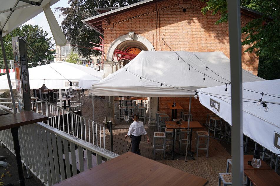 """In der """"Sands Bar"""" am Dammtor ist ein Gast positiv auf das Coronavirus getestet worden."""