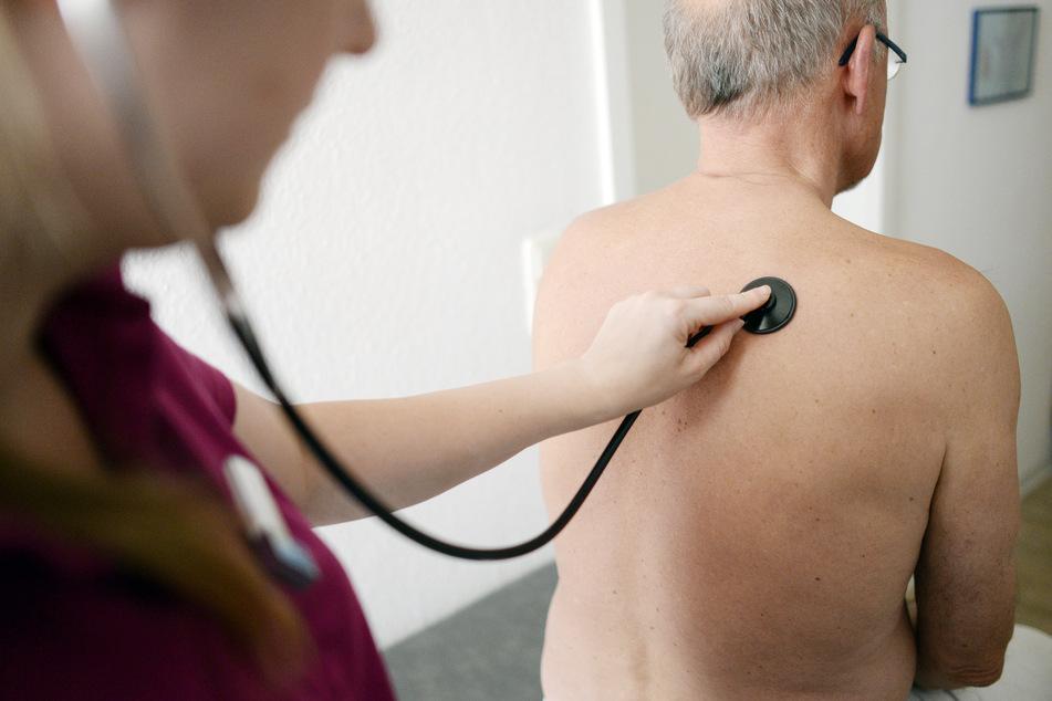Hausärzte haben das Recht bestimmten Patienten den Zutritt zu ihrer Praxis zu verweigern. (Symbolbild)