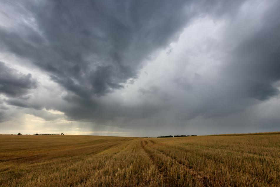 Am Wochenende wird es in Thüringen wechselhaft: Stark bewölkt mit vereinzelten Gewittern (Symbolbild).