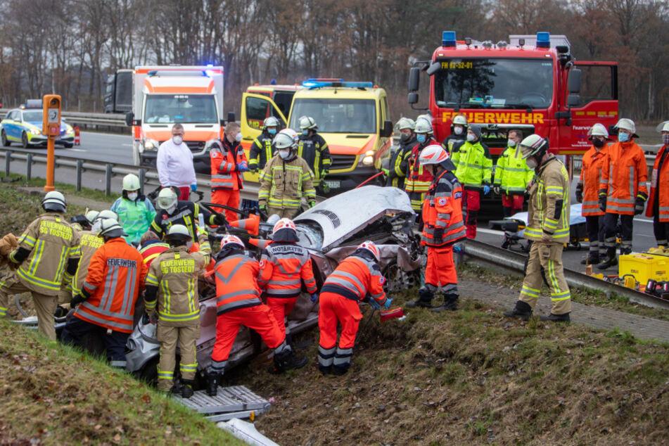Horror-Crash auf A1: Insassen in Fahrzeug eingeklemmt