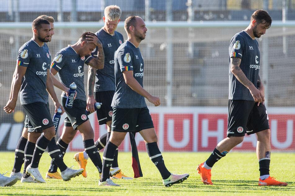 Nach Informationen des Kicker soll ein südkoreanischer Erstligist an Stürmer Boris Tashchy (r.) vom FC St. Pauli interessiert sein.