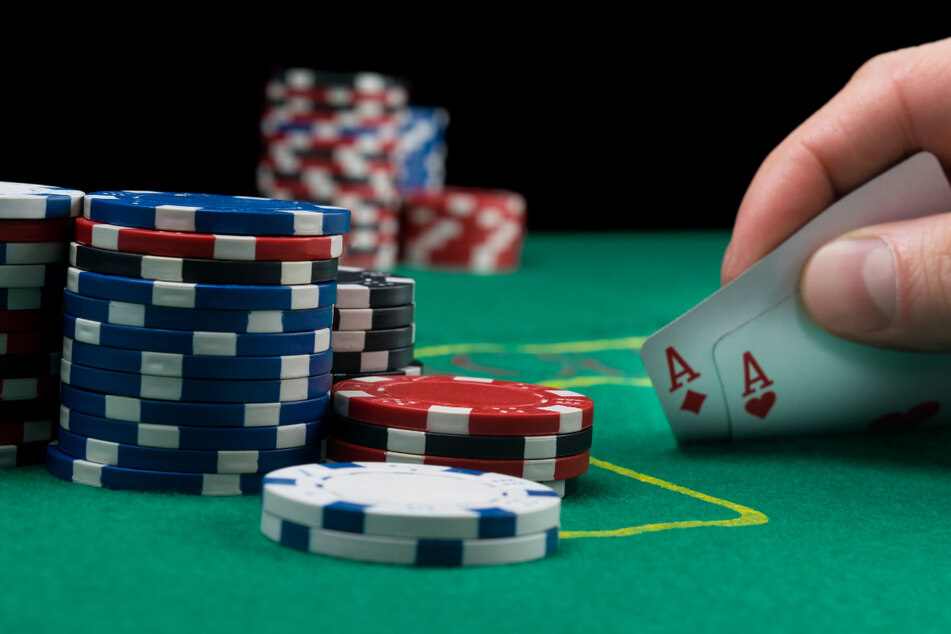 Razzia wegen illegaler Pokerrunden: 50 Polizisten überraschen Zocker