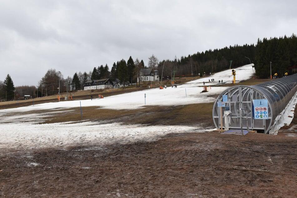 Diese Aufnahme vom Altenberger Skihang entstand im Februar 2020. Die Klimatologen sagen: Es wird weiterhin schneereiche Winter beziehungsweise Winter mit wirtschaftlichen Beschneiungsbedingungen geben, nur nimmt deren Häufigkeit im Laufe dieses Jahrhunderts ab.