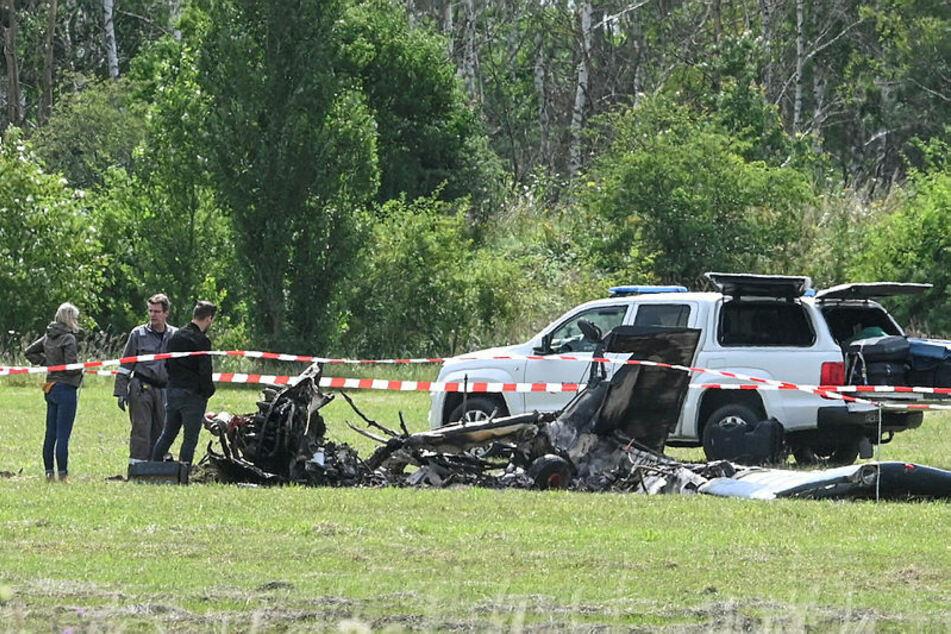 """Die """"PZL-104 Wilga"""" brannte nach dem Absturz komplett aus."""