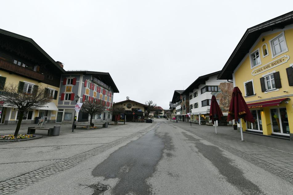 InGarmisch-Partenkirchen sind die Straßen leer gefegt.