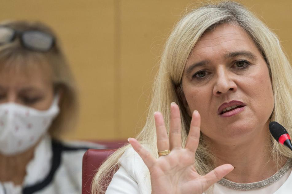 München: Coronavirus-Testpanne in Bayern: Wie geht es für Melanie Huml nun weiter?