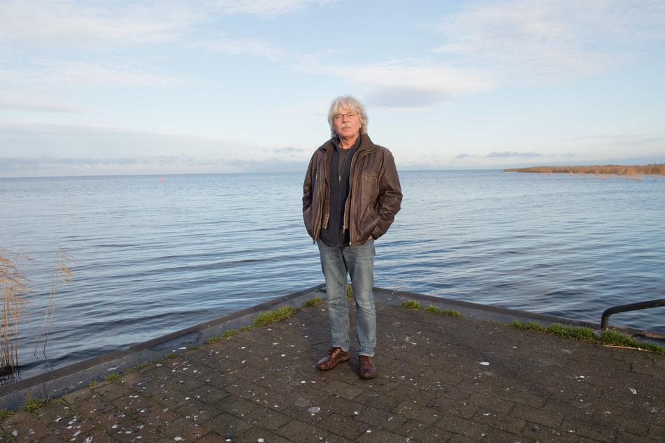 50 Jahre Literaturzentrum Neubrandenburg: Zur Feier des Tages wird Schriftsteller Uwe Saeger (73) etwas zum Besten geben.